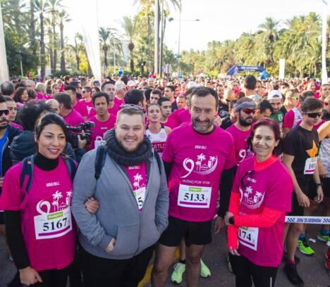 Más de 9.000 personas participan en la carrera de AMACMEC para contribuir a la investigación del cáncer de mama