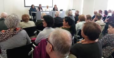 Cerca de un centenar de personas asisten a la primera sesión informativa del estudio que analiza la salud de las personas mayores de 65 años