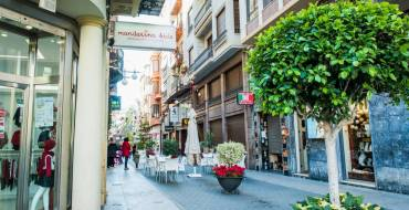 El Ayuntamiento amplía los días en los que los comercios pueden exponer sus productos en la calle
