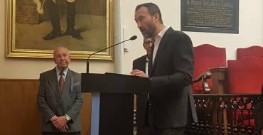 El alcalde distingue al arquitecto Jesús Melendro como 'ilicitano ausente 2019'