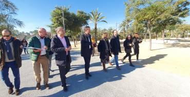 """El alcalde destaca que """"el nuevo ajardinamiento de la UMH posibilita una mejor conexión con la ciudad"""""""