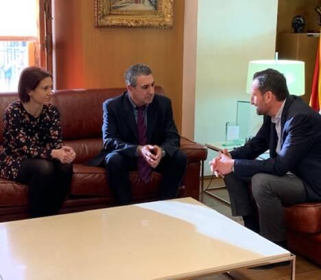 El Ayuntamiento y la Generalitat animan a los propietarios de viviendas y empresas irregulares a normalizar su situación a través de la nueva normativa