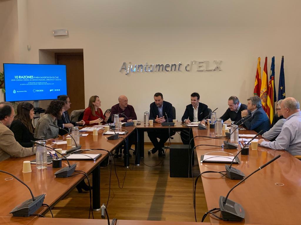El Ayuntamiento colabora con la Entidad Urbanística de Conservación 'Elche Parque Industrial' para su adaptación al nuevo marco jurídico