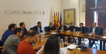 Alcaldes y alcaldesas de los municipios zapateros de la provincia firman una declaración en Elche para traer la Feria del Calzado a IFA