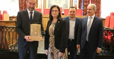 El alcalde recibe al presidente del Consejo General de Colegios Oficiales de Graduados Sociales de España