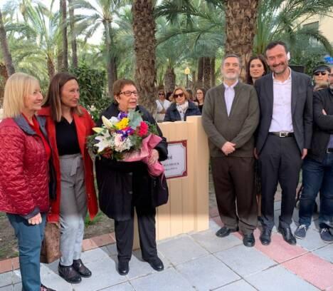 El Ayuntamiento de Elche homenajea a la poeta y cantautora Ana María Drack