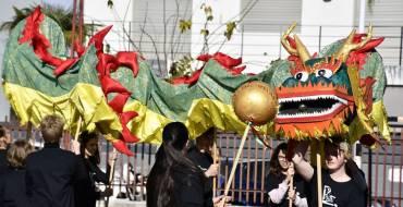 El IES La Foia d'Elx celebra el Año Nuevo Chino con la función teatral 'La danza del dragón'