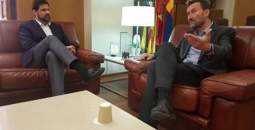 Carlos González recibe al 'creador de presidentes'
