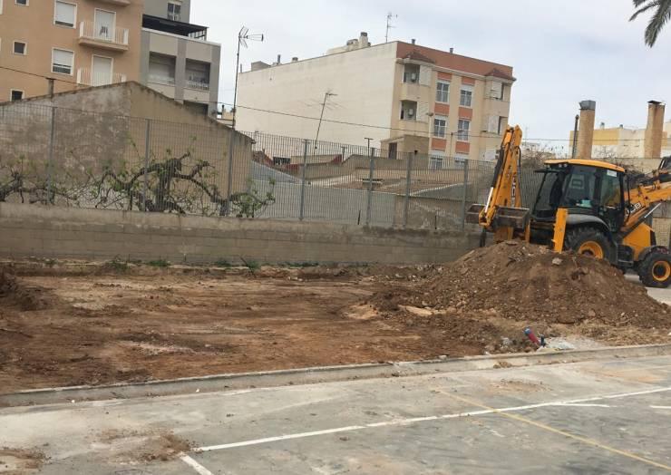 L'Ajuntament fa un pas més cap a l'ampliació del col·legi de la Baia