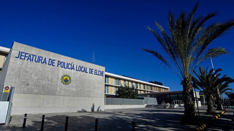 La Policia Local identifica un grup de joves per saltar la tanca d'una finca