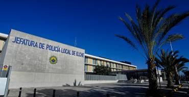 La Policía Local identifica a un grupo de jóvenes por saltar el vallado de una finca