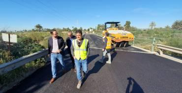 La operación de asfaltado llega a la vereda de Crevillent con una inversión de 70.000 euros