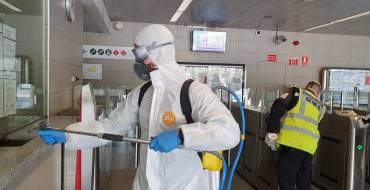 La UME desinfecta la estación Elx parc y el apeadero de Renfe