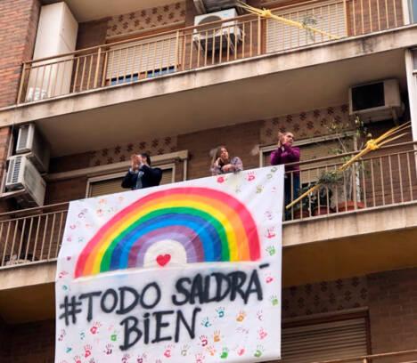 Elche celebra su tradicional Domingo de Ramos desde los balcones y ventanas