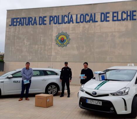 El Ayuntamiento entrega 2.500 mascarillas a las dos asociaciones de Taxi de Elche