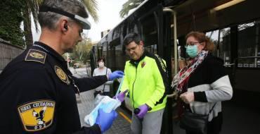 Policia Local, Creu Roja i Protecció Civil inicien dilluns 4 el repartiment de 12.000 màscares entre els i les usuàries del transport públic