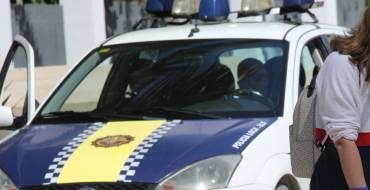 La Policía lleva a cabo las primeras identificaciones de adultos que no cumplen las normas en la salida de los menores