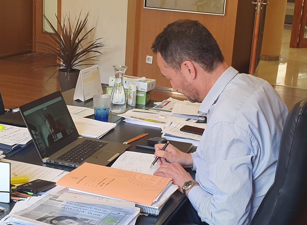 El alcalde traslada al presidente de la Cámara de Comercio las medidas fiscales y económicas tomadas en Elche para la reactivación del comercio y la hostelería