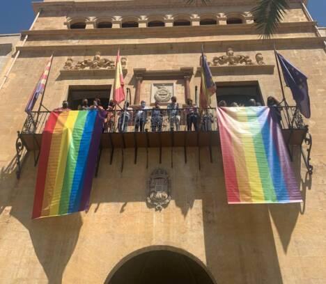El Ayuntamiento de Elche conmemora el Día Internacional del Orgullo LGTBI con un programa de radio en directo
