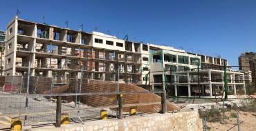 Costas da un mes a la empresa Princesol para iniciar el derribo del hotel de Arenales del Sol
