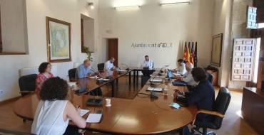 El Ayuntamiento y los agentes sociales consensuan la creación de cuatro mesas de trabajo para la recuperación económica de Elche