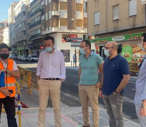 El Ayuntamiento de Elche invierte 90.000 euros en modernizar la calle Andreu Castillejos para favorecer la actividad comercial y la creación de empleo
