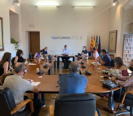 La Mesa de Contratación del Ayuntamiento de Elche valora las ofertas técnicas para el servicio de limpieza viaria y recogida de residuos del municipio