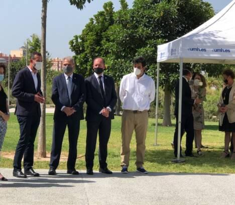 El alcalde y la concejala de Educación participan en la UMH en un homenaje a las víctimas de la pandemia