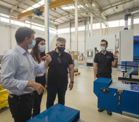 Voluntarios y empresas ilicitanas han fabricado en Elche más de 13.500 pantallas protectoras para sanitarios y agentes de la Policía Local
