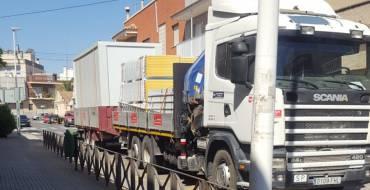 Arrancan los trabajos de instalación de las nuevas aulas prefabricadas en el CEIP La Baia