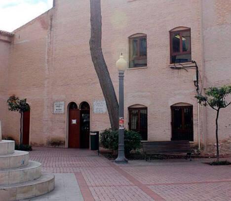 La sala de lectura de la Biblioteca Municipal Pere Ibarra reabre con estrictas medidas de seguridad para garantizar la salud de sus usuarios