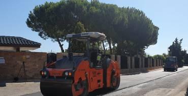 El Ayuntamiento de Elche pone en marcha las obras de asfaltado en la Vereda de San Vicente a petición de los vecinos
