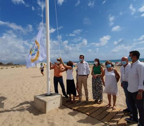 El Carabassí se convierte en la primera playa ilicitana libre de humo