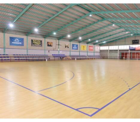 El Ayuntamiento adjudica la renovación del césped artificial de Torrellano y Altabix y saca a concurso la reforma integral del Polideportivo de Carrús