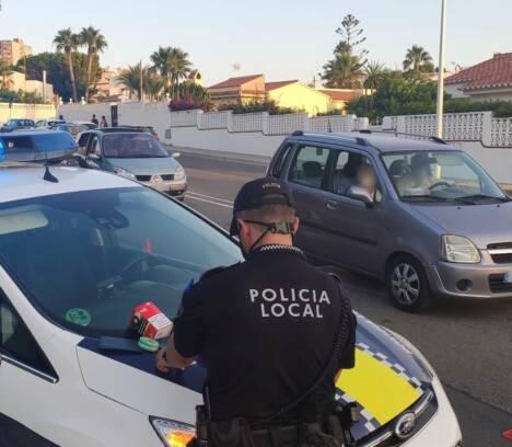 La Policía Local detiene a tres personas por tráfico de drogas en un control de seguridad