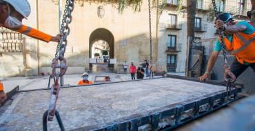 Finaliza la retirada de los tres mosaicos del Misteri de la Plaça de Baix