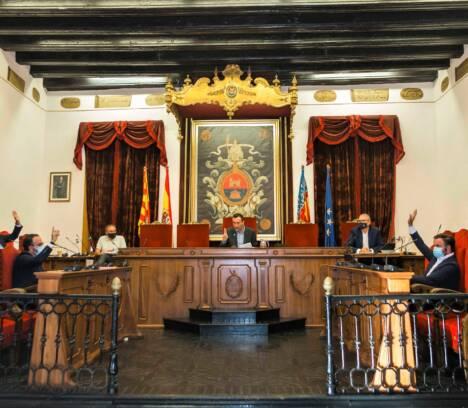 El pleno del Ayuntamiento de Elche muestra por amplia mayoría su adhesión a la Monarquía y a la figura del Rey