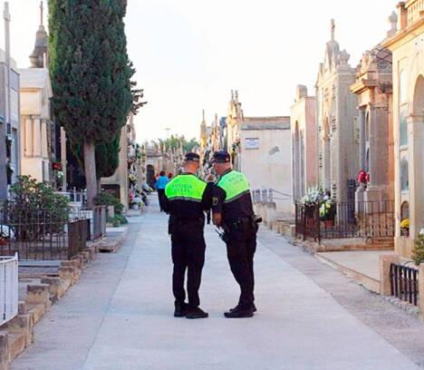 Los cementerios de Elche son vigilados con drones para controlar el aforo y evitar aglomeraciones en el Puente de Todos los Santos