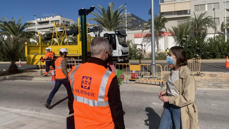 Mobilitat instal·la semàfors per a garantir el pas segur de vianants en tres enclavaments de la ciutat