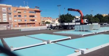 Comienza la instalación de las aulas provisionales que acogerán al alumnado del CEIP La Paz mientras se construye el nuevo colegio