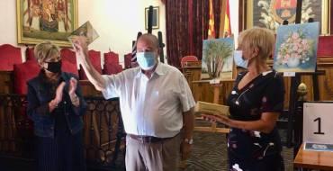 La concejalía de Política de Mayores entrega los premios del I Concurso de Relatos y Pintura 'Recuerdos de Verano' a Ángel Sánchez y Luisa Fernanda Escalada