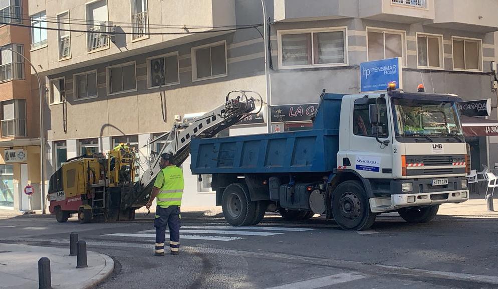 Las obras de asfaltado de la Avenida Dama de Elche mejoran una de las zonas más transitadas de El Altet
