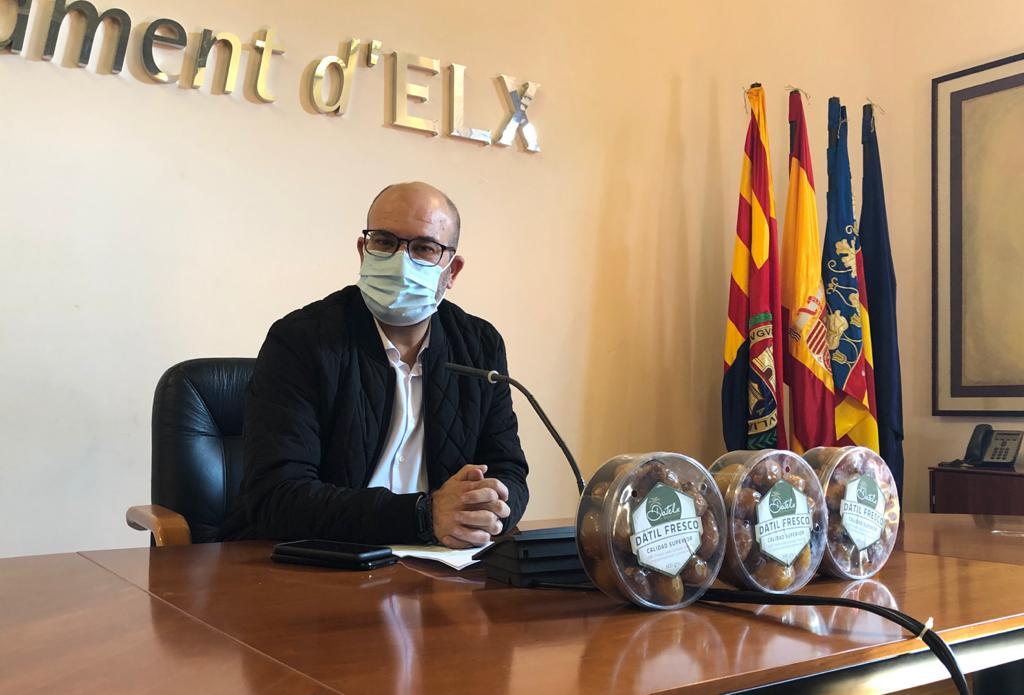 Felip Sànchez: «Tenemos que pedir el dátil fresco en los comercios para garantizar su producción»