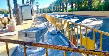 El Ayuntamiento de Elche inicia las obras de accesibilidad de 23 paradas de autobús urbano para mejorar la experiencia de los usuarios