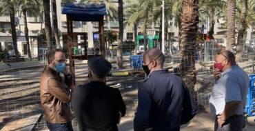 El Ayuntamiento renueva los juegos infantiles del Jardín Salvador Allende donde colocará caucho procedente del reciclaje de zapatillas Nike