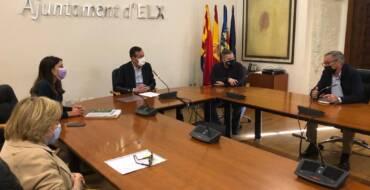 El alcalde recibe al nuevo presidente de Elche Acoge y ensalza la labor de la expresidenta de la fundación