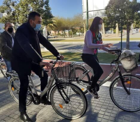 El nuevo carril bici de la Avda. Ramón Pastor completa el circuito ciclista perimetral de Elche