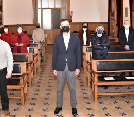 El Ayuntamiento de Elche reconoce el trabajo y la entrega de ocho funcionarios municipales con motivo de su jubilación