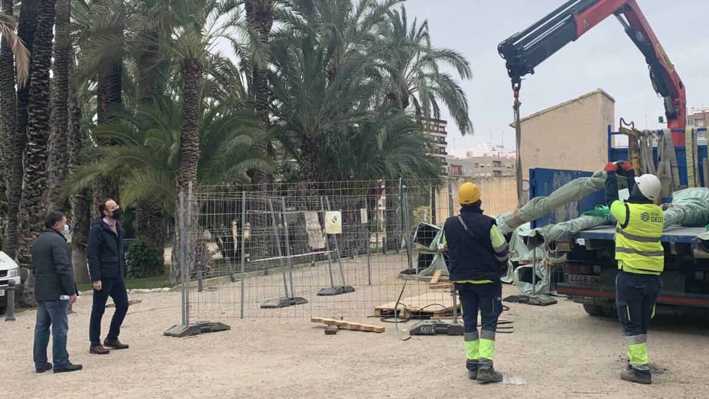 El Ayuntamiento inicia la renovación de más de 600 farolas en mal estado de espacios públicos en barrios y pedanías