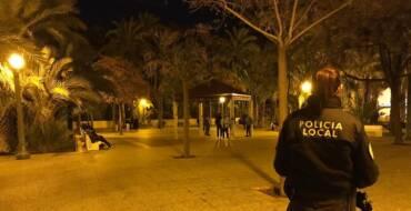 La Policía Local refuerza la vigilancia en recintos educativos tras el toque de queda